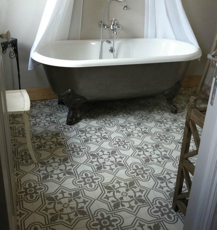 Carrelage ciment gris salle bain - Carrelage ciment provencal ...